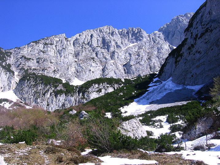 Foto: Andreas Koller / Wander Tour / Von Scheffau in das Schneekar (2121m) / Anstieg nach N mit Blick auf Kopfkraxen (2178 m) und Sonneck (2260 m) / 16.05.2008 02:25:21