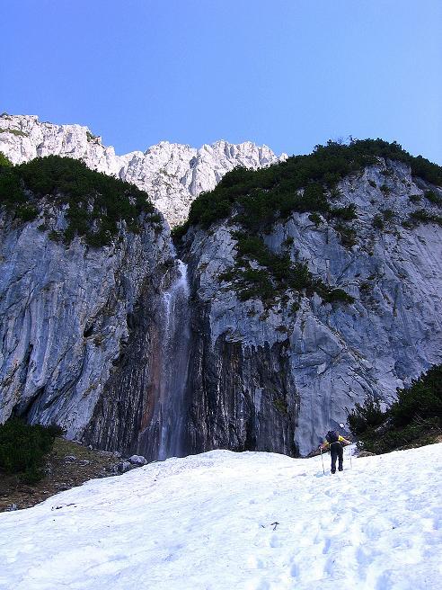 Foto: Andreas Koller / Wander Tour / Von Scheffau in das Schneekar (2121m) / Anstieg von der Wegscheid Hochalm Richtung Wasserfall / 16.05.2008 02:24:15