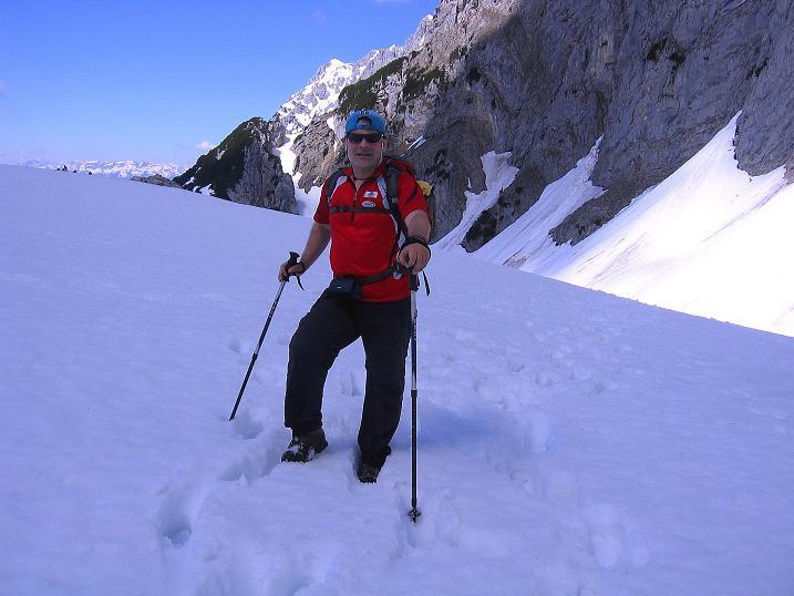 Foto: Andreas Koller / Wander Tour / Von Scheffau in das Schneekar (2121m) / Rast im unteren Teil des Schneekars / 16.05.2008 02:22:34