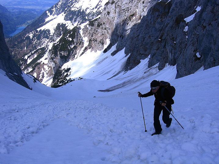 Foto: Andreas Koller / Wander Tour / Von Scheffau in das Schneekar (2121m) / Im steilen Schneekar auf einem Lawinenkegel / 16.05.2008 02:21:19