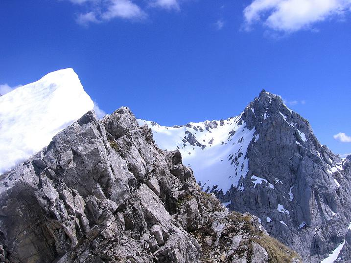 Foto: Andreas Koller / Wander Tour / Von Scheffau in das Schneekar (2121m) / Blick von der Treffauer Lucke zur Ellmauer Halt (2344 m) / 16.05.2008 02:20:53