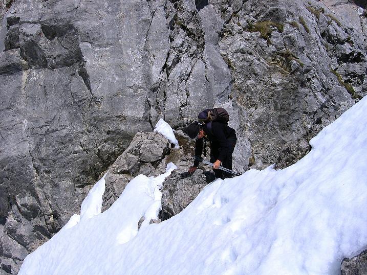 Foto: Andreas Koller / Wander Tour / Von Scheffau in das Schneekar (2121m) / Rast in der schmalen Treffauer Lucke / 16.05.2008 02:20:11