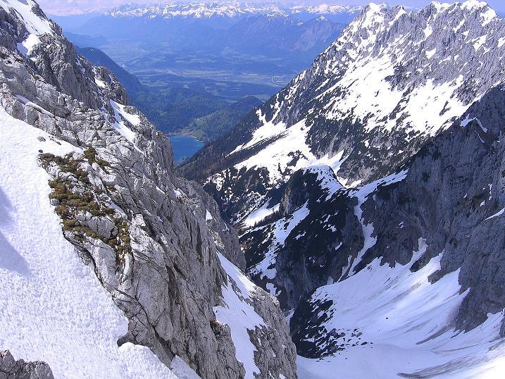 Foto: Andreas Koller / Wander Tour / Von Scheffau in das Schneekar (2121m) / Blick von hoher Warte ins Schneekar und zum Hintersteinersee  / 16.05.2008 02:19:52