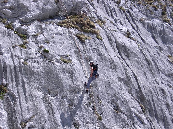 Foto: Andreas Koller / Wander Tour / Von Scheffau in das Schneekar (2121m) / Kletterer bei der