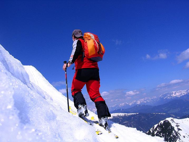 Foto: Andreas Koller / Ski Tour / Vom Zauchensee auf den Schwarzkopf (2263m) / Eine mehr oder weniger ausgeprägte Wechte muss überwunden werden / 16.05.2008 02:58:13