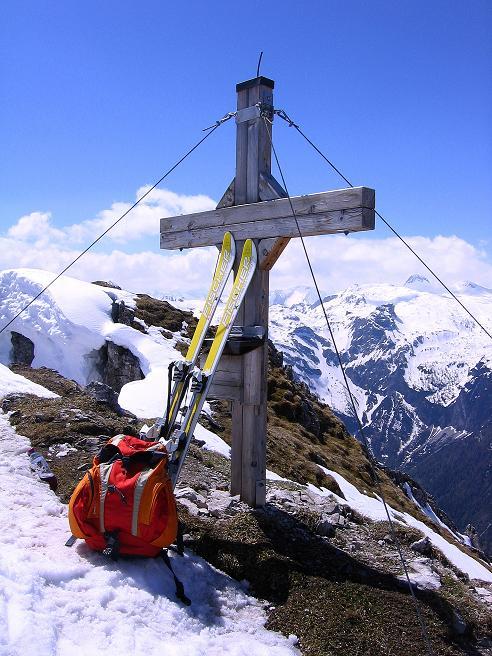 Foto: Andreas Koller / Ski Tour / Vom Zauchensee auf den Schwarzkopf (2263m) / Das Gipfelkreuz / 16.05.2008 02:57:33