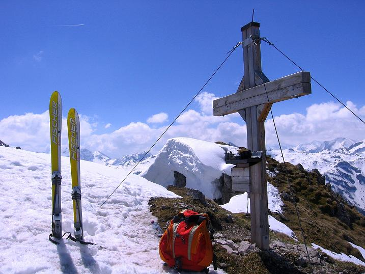 Foto: Andreas Koller / Ski Tour / Vom Zauchensee auf den Schwarzkopf (2263m) / Gipfelkreuz Schwarzkopf / 16.05.2008 02:56:46