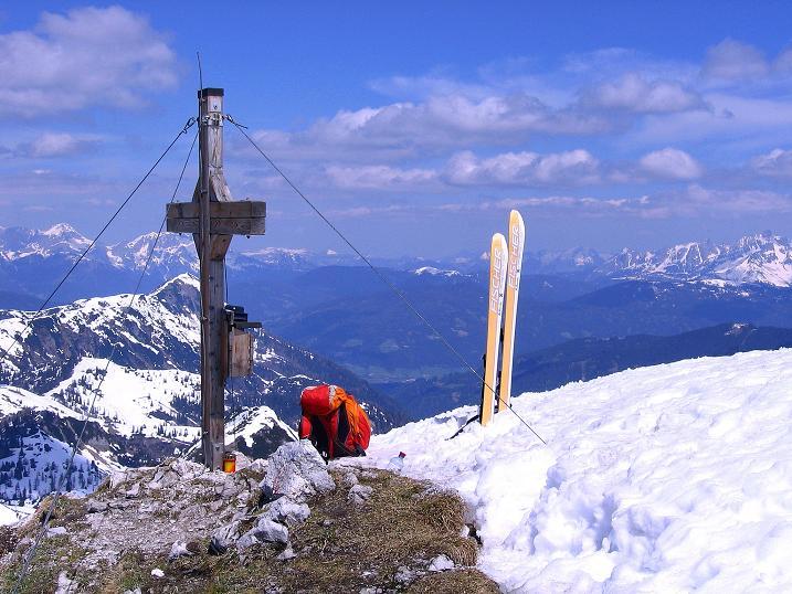 Foto: Andreas Koller / Ski Tour / Vom Zauchensee auf den Schwarzkopf (2263m) / Gipfelkreuz und Bischofsmütze (2459 m) / 16.05.2008 02:56:28