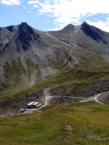 Foto: vince 51 / Wander Tour / Von Serfaus auf den Pezid / Pezid mit Talstation Pezidbahn / 16.05.2008 22:50:46