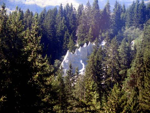 Foto: vince 51 / Wander Tour / Von Serfaus auf den Pezid / Erdpyramiden bei Serfaus (aufgenommen aus der Komperdellbahn) / 16.05.2008 22:48:45