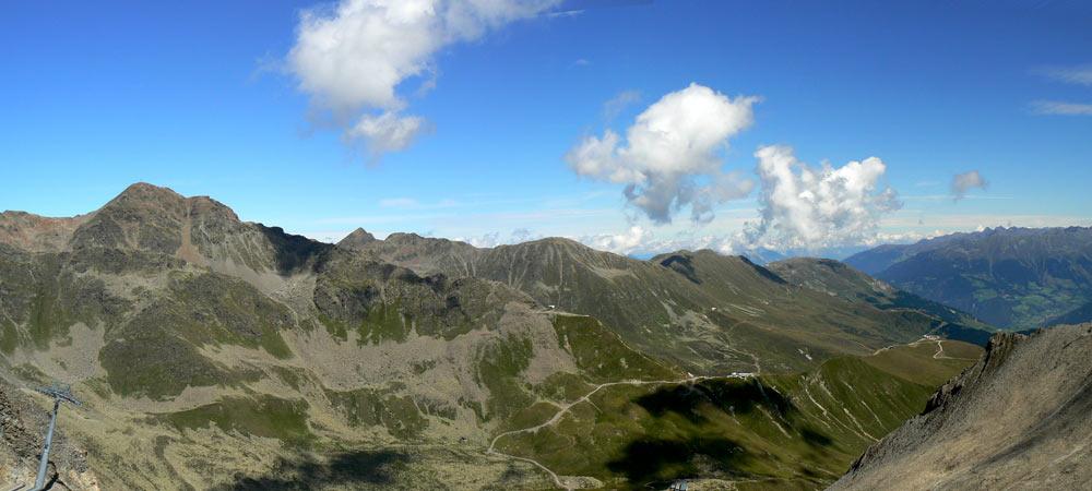 Foto: vince 51 / Wander Tour / Von Serfaus auf den Pezid / Blick nach Nordost und auf die Bergstation Lazid / 16.05.2008 22:44:52