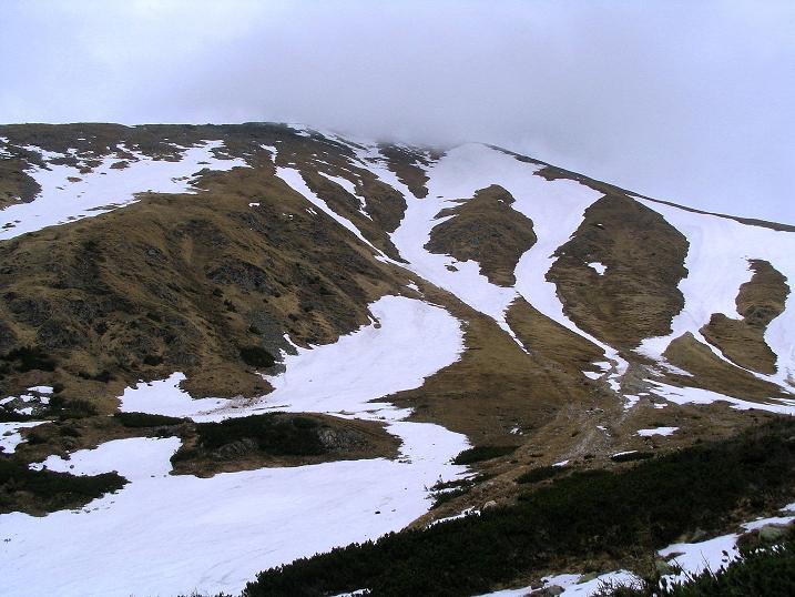 Foto: Andreas Koller / Wander Tour / Durch den Brandstätter Graben auf den Maierangerkogel (2356m) / Der Hochreichhart (2416 m) mit Nebelhaube / 20.05.2008 00:41:58