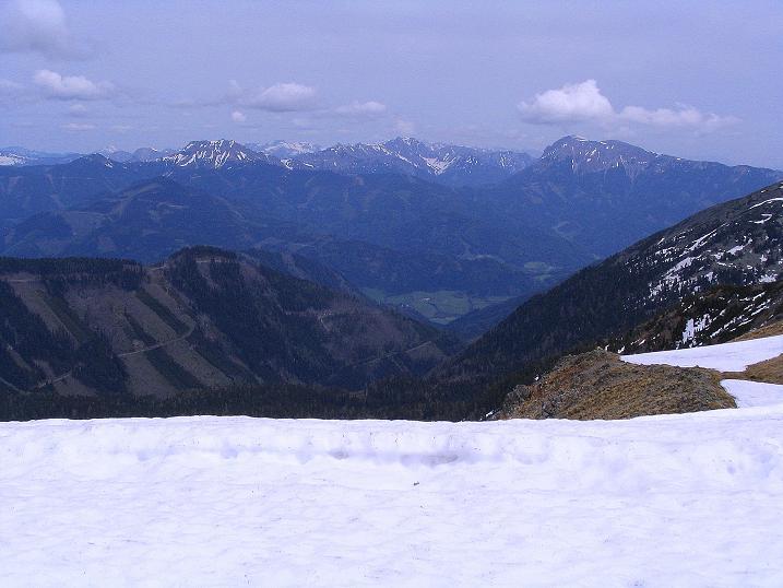 Foto: Andreas Koller / Wander Tour / Durch den Brandstätter Graben auf den Maierangerkogel (2356m) / Blick vom Brandstättertörl nach N zu den Eisenerzer Alpen / 20.05.2008 00:38:35