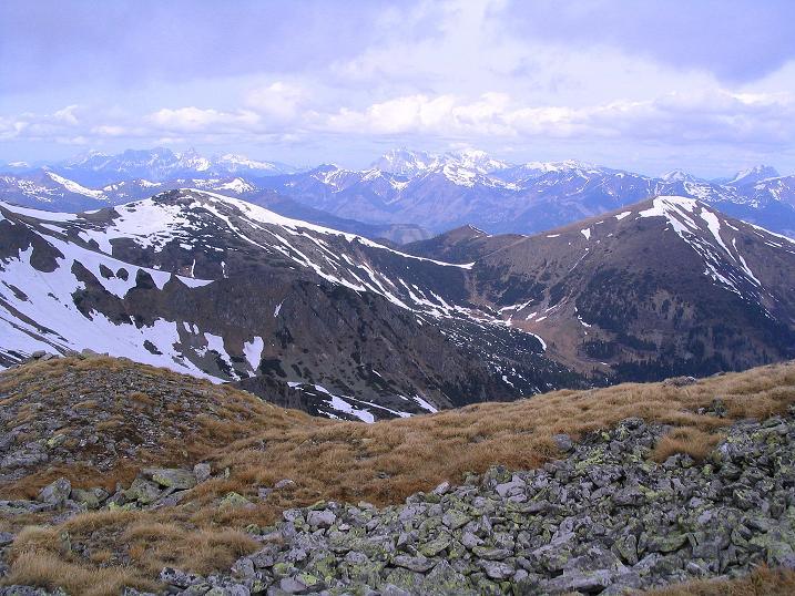 Foto: Andreas Koller / Wander Tour / Durch den Brandstätter Graben auf den Maierangerkogel (2356m) / Blick nach NW in die Gesäuseberge rund ums Hochtor (2369 m) / 20.05.2008 00:36:12