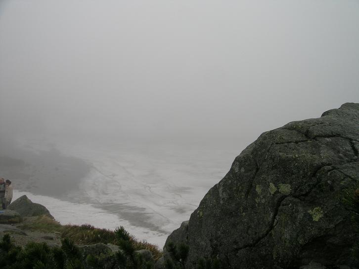 Foto: Andreas Koller / Wander Tour / Über den Morskie Oko zum Fuß des Rysy (1583 m) / Czarny Staw / 26.05.2008 17:51:32