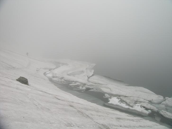 Foto: Andreas Koller / Wander Tour / Über den Morskie Oko zum Fuß des Rysy (1583 m) / Czarny Staw / 26.05.2008 17:50:53