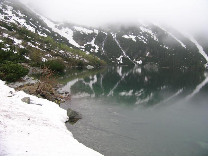 Foto: Andreas Koller / Wander Tour / Über den Morskie Oko zum Fuß des Rysy (1583 m) / Der Morskie Oko / 26.05.2008 17:50:03