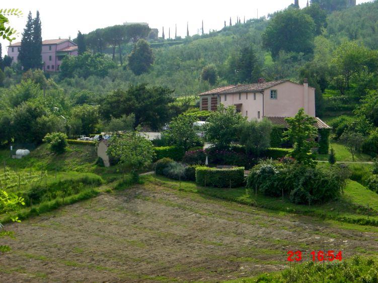 Foto: Manfred Karl / Mountainbike Tour / Von Marlia nach Valgiano / Blick hinüber nach Nardinello, das man über einen Feldweg erreicht. / 27.05.2008 20:09:05