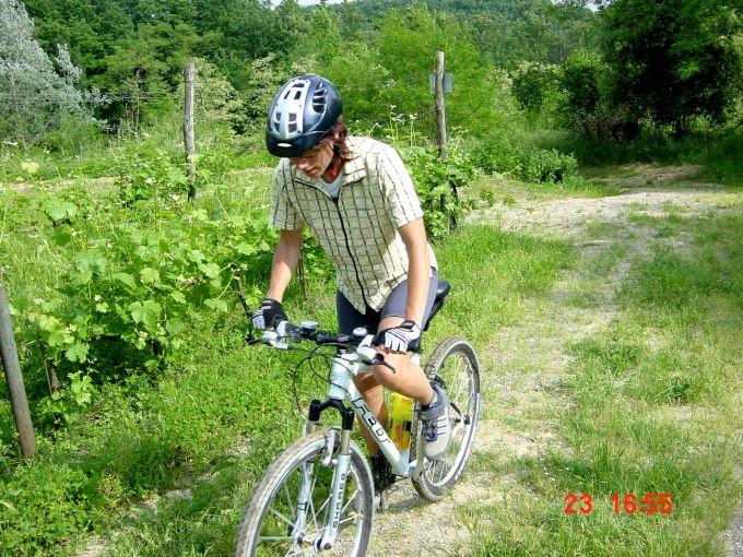 Foto: Manfred Karl / Mountainbike Tour / Von Marlia nach Valgiano / Die kurze Gegensteigung nach Nardinello wird bald steil und holprig. / 27.05.2008 20:07:27