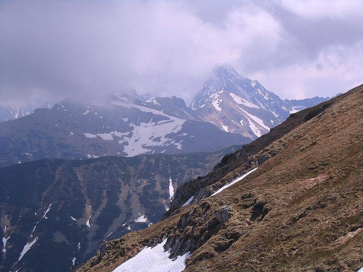 Foto: Andreas Koller / Wander Tour / Dolina Matej Laki und Malolaczniak (2096 m) / Vom Przelecz Kondracka eröffnet sich der Blick auf die Swinica (2301 m, siehe www.alpintouren.at) / 29.05.2008 01:39:16