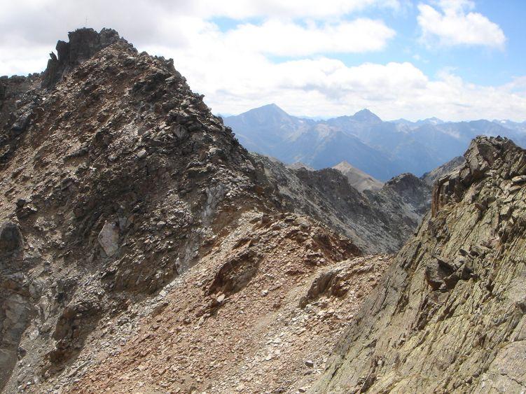 Foto: Manfred Karl / Wander Tour / Durch das Istalanztal auf den Hexenkopf / Der Schuttsattel vor dem Gipfel. / 29.05.2008 20:36:12