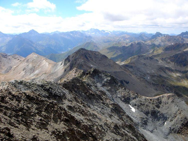 Foto: Manfred Karl / Wander Tour / Durch das Istalanztal auf den Hexenkopf / Blick nach SW gegen die Silvretta / 29.05.2008 20:39:38