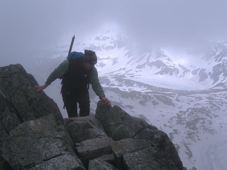 Foto: Andreas Koller / Wander Tour / Swinica (2301m) - Paradegipfel über Zakopane / Die letzten Meter zum Gipfel im ausgesetzten Gelände / 29.05.2008 22:52:50