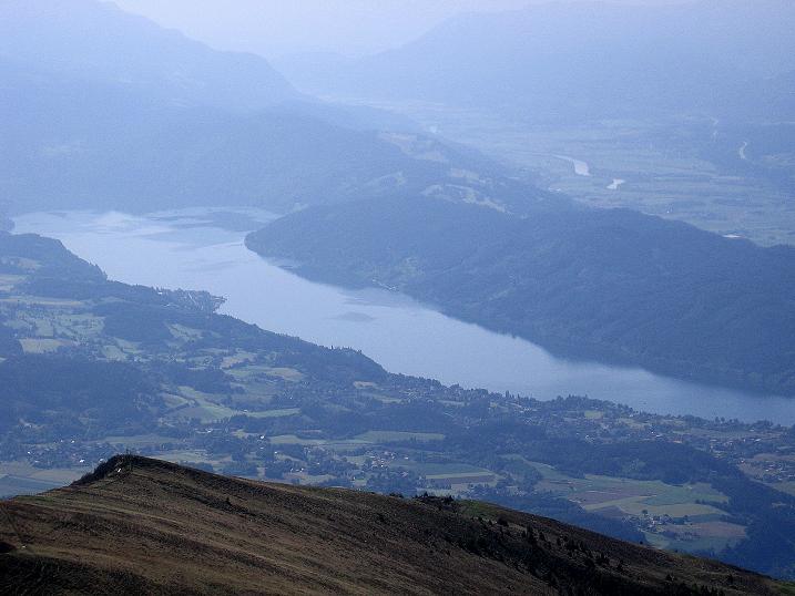 Foto: Andreas Koller / Wander Tour / Gmeineck - Trebesinger Hausberg (2592 m) / Übre die SO-Flanke fantastischer Blick zum Milltätter See / 02.06.2008 21:22:59