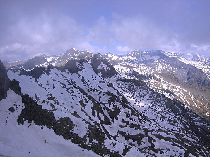 Foto: Andreas Koller / Wander Tour / Gmeineck - Trebesinger Hausberg (2592 m) / Blick zur Hohen Leier (2772 m) und zum Großen Reißeck (2965 m) / 02.06.2008 21:19:55