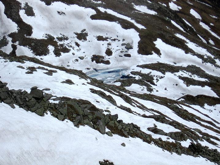 Foto: Andreas Koller / Wander Tour / Gmeineck - Trebesinger Hausberg (2592 m) / Der noch mit Eis bedeckte Grünsee / 02.06.2008 21:18:58