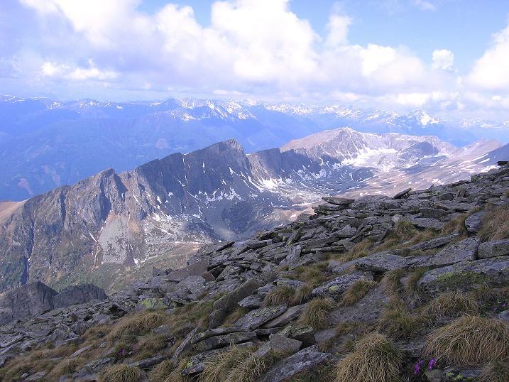 Foto: Andreas Koller / Wander Tour / Gmeineck - Trebesinger Hausberg (2592 m) / Vom Gmeineck schweift der Blick nach W / 02.06.2008 21:18:07