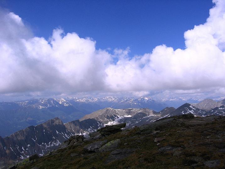 Foto: Andreas Koller / Wander Tour / Gmeineck - Trebesinger Hausberg (2592 m) / Aussicht übers Lurnfeld zur Kreuzeckgruppe / 02.06.2008 21:16:53