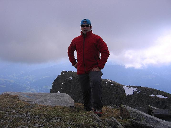 Foto: Andreas Koller / Wander Tour / Gmeineck - Trebesinger Hausberg (2592 m) / Nur kurz der Nebel am Gipfel / 02.06.2008 21:16:28