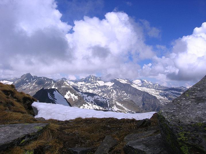 Foto: Andreas Koller / Wander Tour / Gmeineck - Trebesinger Hausberg (2592 m) / Ein letzter Blick zum Reißeck (2965 m) und zur Hohen Leier (2772 m) / 02.06.2008 21:08:34