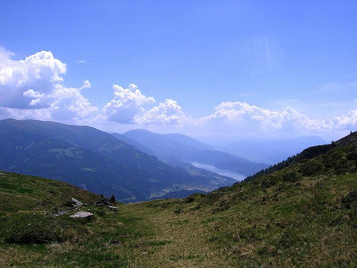 Foto: Andreas Koller / Wander Tour / Gmeineck - Trebesinger Hausberg (2592 m) / Blick aus dem weiten Kar zum Millstätter See / 02.06.2008 21:07:10
