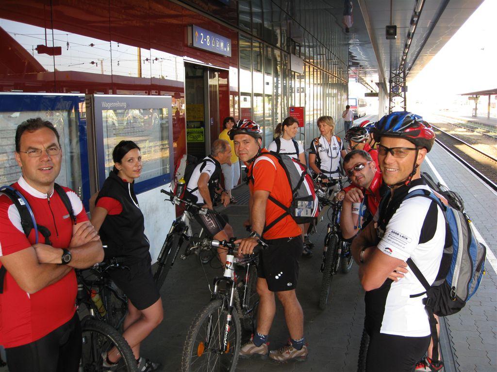 Foto: Jürgen Lindlbauer / Mountainbike Tour / Von Summerau nach Linz / Am Bahnhof Wels / 02.06.2008 23:24:57