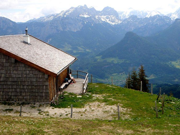 Foto: Manfred Karl / Wander Tour / Vom Soderbauer auf das Schwarzeck / Im Hintergrund die Berchtesgadener Alpen / 03.06.2008 08:39:10