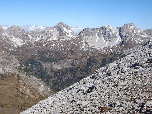 Foto: Manfred Karl / Wander Tour / Weißeck aus dem Riedingtal / Rothorn - Faulkogel - Windischkopf - Mosermandl, am Horizont lugt das Tennengebirge hervor / 03.06.2008 19:54:45