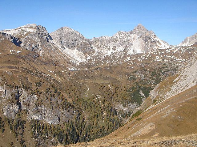 Foto: Manfred Karl / Wander Tour / Weißeck aus dem Riedingtal / Etwas links der Bildmitte ist die Franz Fischer Hütte erkennbar / 03.06.2008 19:41:27