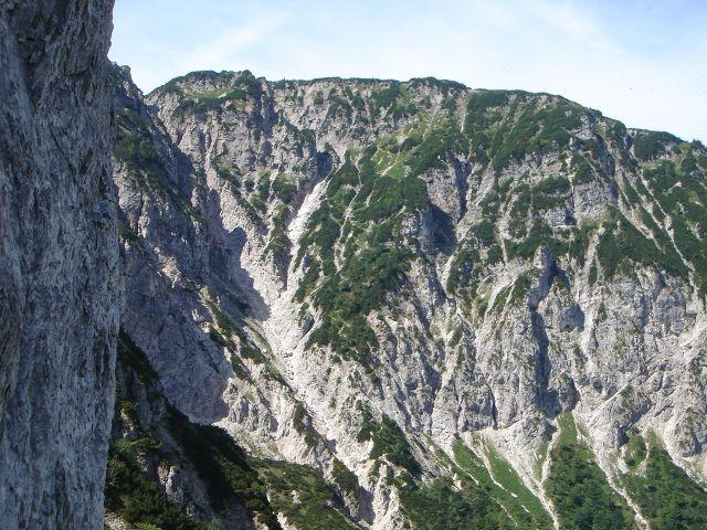 Foto: Manfred Karl / Wander Tour / Alpgartental Umrahmung / Hochschlegel - über diesen Kamm wandert man zum Predigtstuhl. / 05.06.2008 17:28:15