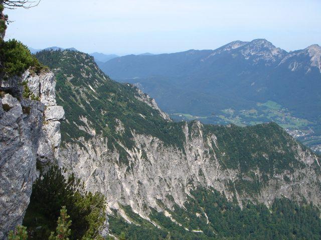 Foto: Manfred Karl / Wander Tour / Alpgartental Umrahmung / Über den vom Predigtstuhl nach rechts absinkenden Grat erfolgt der Abstieg. / 05.06.2008 17:27:12