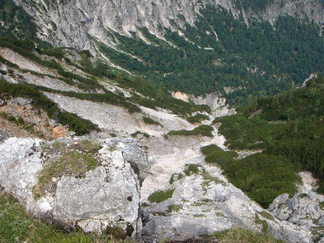 Foto: Manfred Karl / Wander Tour / Alpgartental Umrahmung / Tiefblick vom Dreisesselberg ins Alpgartental / 05.06.2008 17:25:29