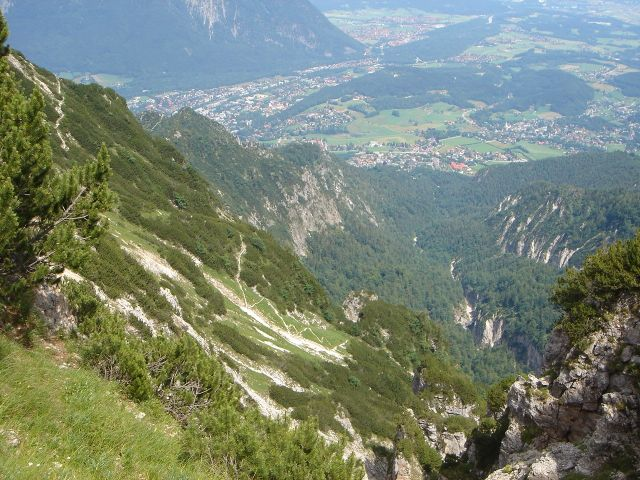 Foto: Manfred Karl / Wander Tour / Alpgartental Umrahmung / Blick ins Alpgartental - auch über diesen Weg kann man absteigen. / 05.06.2008 17:21:34