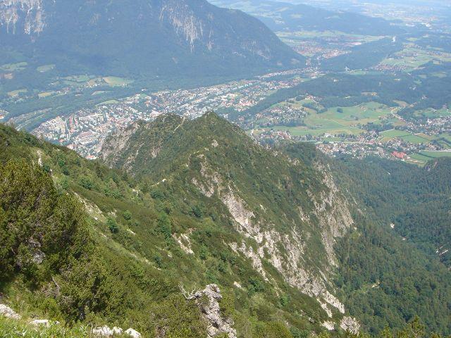 Foto: Manfred Karl / Wander Tour / Alpgartental Umrahmung / Von hier aus überblickt man sehr schön den weiteren Abstiegsverlauf. / 05.06.2008 17:20:15