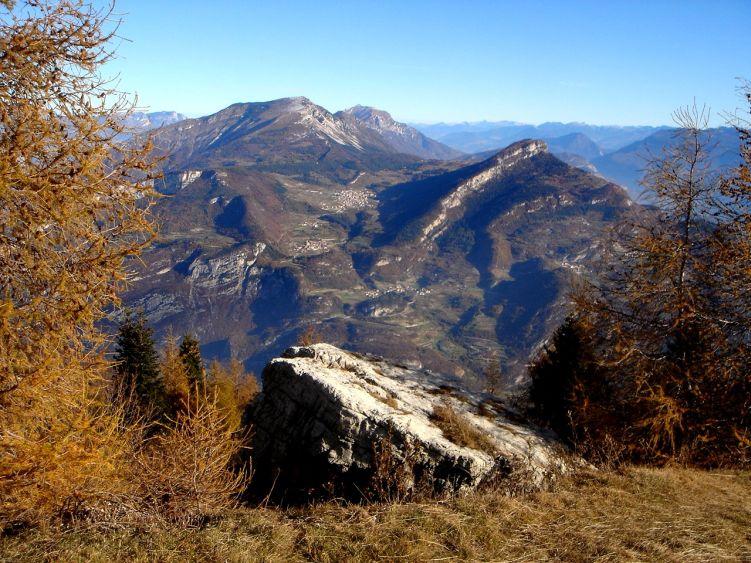 Foto: Manfred Karl / Wander Tour / Auf einen Aussichtsberg der Extraklasse – Monte Altissimo di Nago / Monte Stivo - Monte Biaena - Palon im Hintergrund / 05.06.2008 21:01:18