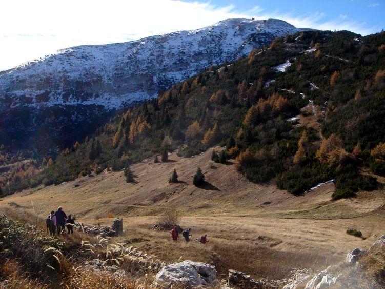 Foto: Manfred Karl / Wander Tour / Auf einen Aussichtsberg der Extraklasse – Monte Altissimo di Nago / Abstieg vom Monte Varagna / 05.06.2008 20:57:54