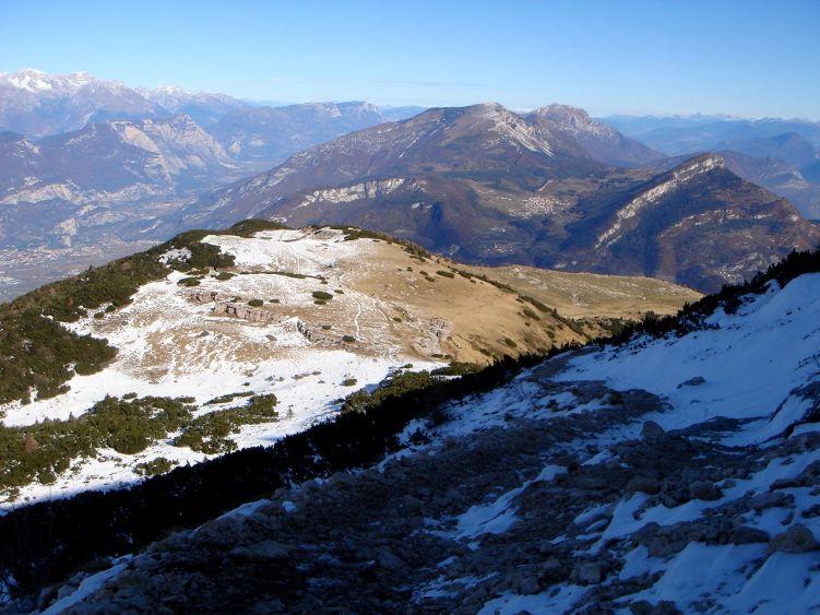 Foto: Manfred Karl / Wander Tour / Auf einen Aussichtsberg der Extraklasse – Monte Altissimo di Nago / Rückblick auf einen Teil des Aufstiegsweges / 05.06.2008 20:54:50