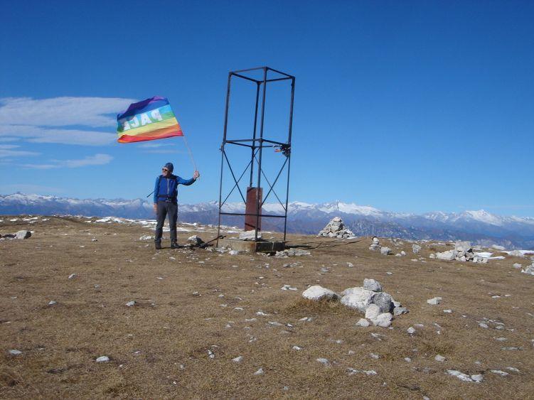 Foto: Manfred Karl / Wander Tour / Auf einen Aussichtsberg der Extraklasse – Monte Altissimo di Nago / Gipfelfahne / 05.06.2008 20:49:39