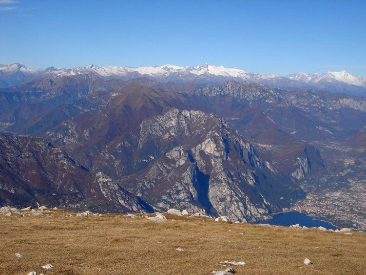 Foto: Manfred Karl / Wander Tour / Auf einen Aussichtsberg der Extraklasse – Monte Altissimo di Nago / Der Blick vom Gipfel ist einzigartig in jede Richtung. / 05.06.2008 20:47:39