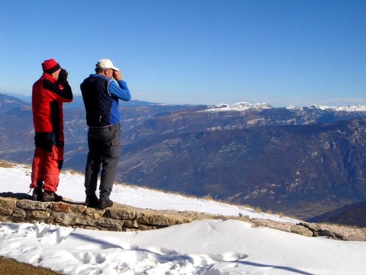 Foto: Manfred Karl / Wander Tour / Auf einen Aussichtsberg der Extraklasse – Monte Altissimo di Nago / Experten bei der Gipfelbestimmung / 05.06.2008 20:46:11